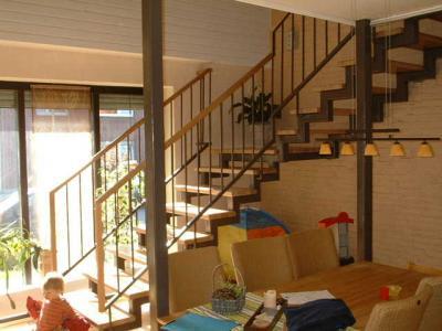 treppenstufen aus holz. Black Bedroom Furniture Sets. Home Design Ideas