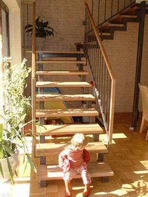 Treppenstufen mit Geländer